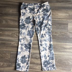 Chico's So Slimming Printed Jeans Size 8